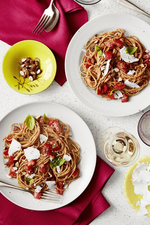 spaghetti with no cook heirloom tomato sauce   summer dinner recipes
