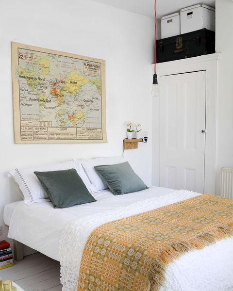 Bedroom, Bed, Furniture, Room, Bed sheet, Property, Bed frame, Interior design, Bedding, Wall,