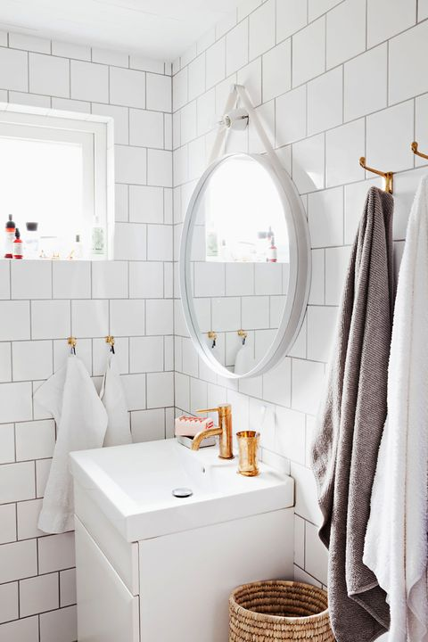 small bathroom storage ideas - hooks