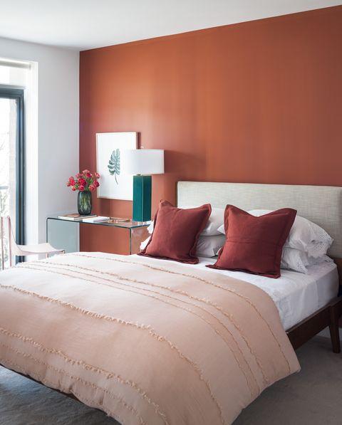 Bedroom, Bed, Furniture, Room, Bed sheet, Bedding, Mattress, Interior design, Bed frame, Wall,