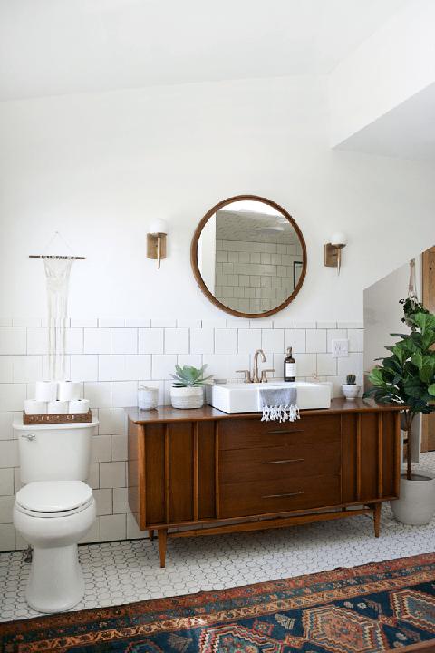 Small Bathroom Storage Ideas - baskets